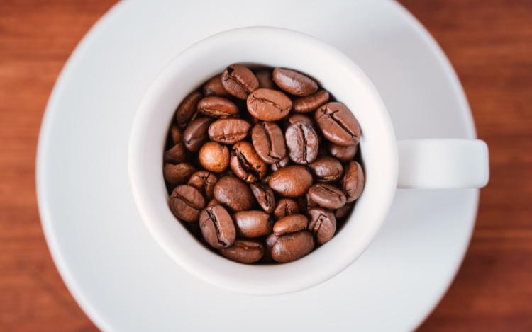 filiżanka ze świeżą kawą